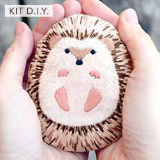 DIY craft kits - omg so adorable. This little hedgehog creation is available as a kit . - DIY craft kits – omg so adorable. This little hedgehog creation is available as a kit so you can - Stone Crafts, Rock Crafts, Cute Crafts, Arts And Crafts, Cool Kids Crafts, Crafts With Rocks, Diy Crafts, Homemade Crafts, Garden Crafts