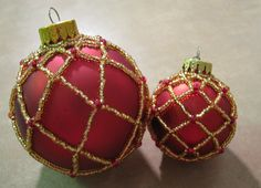 Large Beaded Ornament ~ Part 1 of 2 this would look pretty with different colors . hum going to definately try this