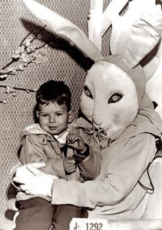 Creepy Easter Bunny Pictures: Scary & Weird This little tyke's twitch is a result of the hypnotic trance put on him by this creepy space bunny.This little tyke's twitch is a result of the hypnotic trance put on him by this creepy space bunny. Vintage Bizarre, Creepy Vintage, Vintage Halloween, Donnie Darko, Images Terrifiantes, Easter Bunny Pictures, Bunny Pics, Easter Bunny Costume, Creepy Pictures