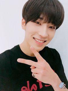 Wonwoo is my bias Woozi, Mingyu Wonwoo, Seungkwan, Seventeen Wonwoo, Seventeen Debut, Emo, Hip Hop, Won Woo, Adore U