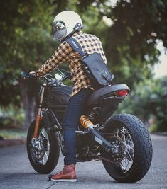 Reposted from - Mandatory Riding Gear: Sena and Kriega Sling . Retro Motorcycle Helmets, Futuristic Motorcycle, Motorcycle Style, Motorcycle Outfit, Ducati Motorbike, Ducati Scrambler, Scrambler Motorcycle, Yamaha, Cafe Racer Helmet