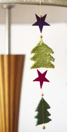 Free and easy Christmas tree pattern Cable Knitting Patterns, Christmas Knitting Patterns, Easy Knitting, Knitted Christmas Stockings, Christmas Tree Pattern, Knitted Flowers, Simple Christmas, Christmas Ideas, Knitting Accessories