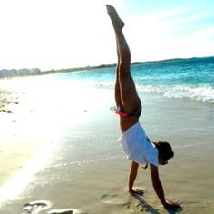 •♥• i want a handstand pic at the beach