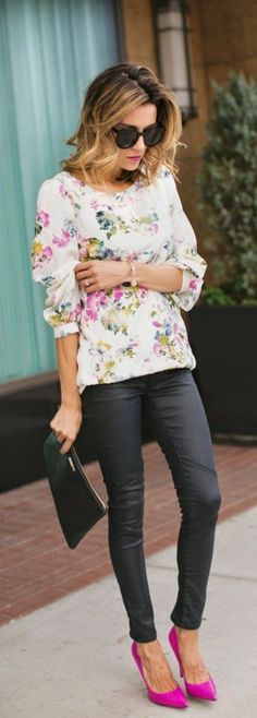 Love the pop of color with this clean look. Fall street style fashion White Multi Pastel Floral Loose Blouse by Hello Fashion Look Fashion, Fashion Beauty, Womens Fashion, Fashion Trends, Floral Fashion, Fashion Fall, Classy Fashion, Fashion 2015, Runway Fashion
