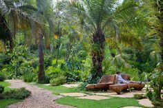 Já imaginou passar o dia em uma paisagem descrita por Guimarães Rosa? Conheça o Jardim Veredas Tropicais no Inhotim.