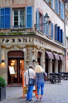 Ein Restaurant in Straßburg mit auffälliger Bemalung.
