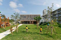 Guardería y Jardín Infantil Hanazono, Miyakojima, Japón - Hibinosekkei + youji no shiro - foto: Studio Bauhaus, Ryuji Inoue