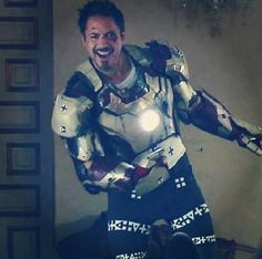 Cutie RDJ behind the scenes.