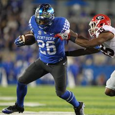 Football Information You Need To Know About. If you want to become a better football player through knowledge, you've come to the right place. You're always able to learn something new and learn new t University Of Kentucky Football, Kentucky Athletics, Kentucky Sports, Kentucky Wildcats, Best Football Players, Uk Football, College Football, Football Helmets, Saturday Down South