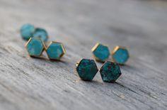 Hexagon roh Ohrringe Türkis, Boho-Chic, natürlichen Türkis Ohrstecker, Gold vergoldet Lünette natürlichen Stein Ohrstecker, blau Brautjungfer