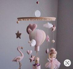 Ballons Pastel, Balloons, Air Balloon, Balloon Ideas, Baby Mädchen Mobile, Mobile Mobile, Baby Activity, Baby Yellow, Yellow Theme