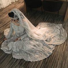 Slayyyy @farahwiththegoodhair #pakistaniweddings #bridal #bride #couture