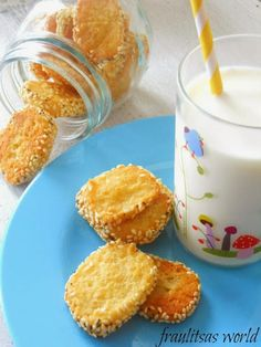 Home is where your story begins. Party Finger Foods, Crackers, Glass Of Milk, Cookie Recipes, Brunch, Food And Drink, Pudding, Sweets, Cheese