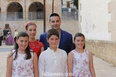María, Núria, Tania, Carlos i Rubén son els màxims representants'16. Coneix-los a http://fallaoeste.com/carrecs  ;)