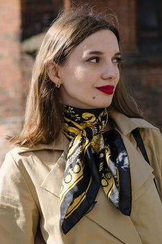 Ways To Wear A Scarf, How To Wear Scarves, Versace Scarf, Silk Neck Scarf, Head Accessories, Raincoats For Women, Scarf Design, Neck Scarves, Scarf Styles
