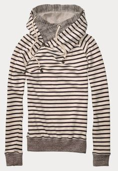 Stripes North Face Hoodie Milne Milne Vavrichek - just in case you want to get me a surprise anytime soon ; Vogue Fashion, Look Fashion, Womens Fashion, Fashion News, Runway Fashion, Fashion Outfits, Fashion Trends, Mode Style, Style Me