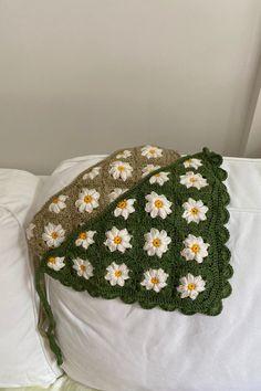 Flower Hair, Flowers In Hair, Crochet Fashion, Diy Fashion, Cute Crochet, Knit Crochet, Kerchief, Crochet Purses, Scarf Hairstyles
