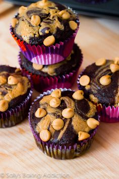 Cupcakes are made with healthier alternatives and ingredients that are convenient and easy.  6g protein each!