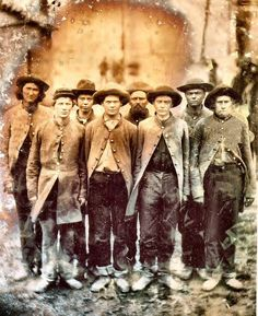AMERICAN CIVIL WAR ¥ Confederate soldiers thought to be of the Tennessee Infantry taken at Rock Island prison sometime during the winter of American Civil War, American History, Tennessee, Carolina Do Sul, Abraham Lincoln, Mississippi, Confederate States Of America, Confederate Monuments, War Image