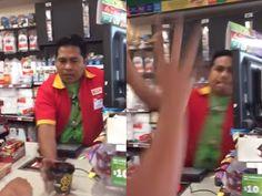 ¡OMG! Empleado perdió la paciencia y le lanzó café caliente a un cliente