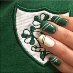 Create this look with striping set. Contains 1 roll of white and 1 roll of green self-adhesive tape. Colours: Green & White Add Irish Rugby nail polish set to complete the look.
