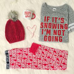 A cozy night around the fire in this cheeky holiday /vspink/ loungewear sounds like the perfect reason to stay-in. Punk Outfits, Fall Outfits, Look Casual, Casual Chic, Pyjamas, Christmas Fashion, Christmas Outfits, Christmas Clothes, Christmas Pajamas