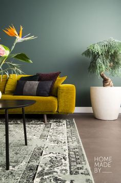 Home Made By Inside Viewer - - Living Room Green, Home Living Room, Chill Lounge, Colour Blocking Interior, Yellow Home Decor, Art Deco Home, Art Deco Furniture, Interior Design Living Room, Colorful Interiors