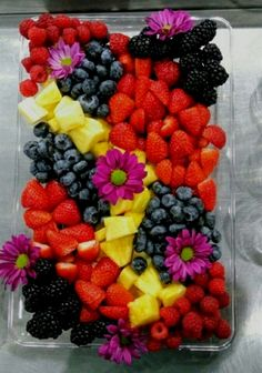 Extraordinary-Food-Presentation-Ideas You are in the right place about Fruit decorations Here we offer you the most beautiful pictures about the Fruit clipart you are looking for. Party Food Platters, Food Trays, Fruit Platters, Fruit Buffet, Cheese Platters, Party Trays, Party Buffet, Fruits Decoration, Table Decorations