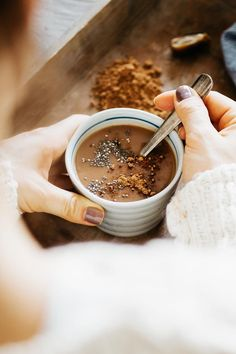 Hormone-Balancing Hot Chocolate with Cacao, Chia + Maca Healthy Hot Chocolate, Hot Chocolate Recipes, Chocolate Chips, Vegan Desserts, Vegan Recipes, Cooking Recipes, Yummy Drinks, Healthy Drinks, Smothie
