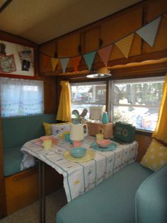 Crazy Vintage Camper Bug: The Frolic's interior and its first rally (and ours too!)