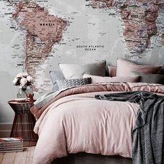 "35 curtidas, 3 comentários - kristin (@love_is_an_adventure) no Instagram: ""⭐️ #rosegold #rosegoldtheme #roomdecor #adorable #bedroom #bedding #wallart #wallpaper #map…"""