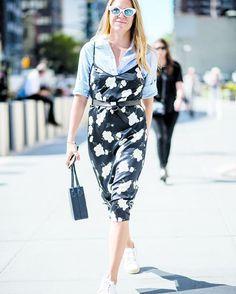 """#LooksRêvésDeLaRédac: Je n'ai encore jamais osé porter une robe par-dessus un chemisier mais ça m'inspire. Et j'adore les espadrilles blanches qui donnent une petite touche sporty à l'ensemble. Un style très """"au bureau le jour en vacances le soir"""" j'adopte! Marie-Eve graphiste #streetstyle #mode #style #fashioninspo  via ELLE QUEBEC MAGAZINE OFFICIAL INSTAGRAM - Fashion Campaigns  Haute Couture  Advertising  Editorial Photography  Magazine Cover Designs  Supermodels  Runway Models"""