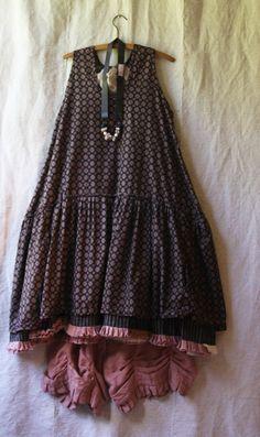 PRAIRIE SLIP Choose cotton or linen fabrics. Fabric 1 - 3 yds of fabric Fabric 2 - 1 yds of fabric Fabric 3 - yd of fabric OR 5 yds of one fabric is using one color. Boho Beautiful, Formal Dresses For Women, Textiles, Clothing Hacks, Couture, Boho Fashion, Summer Dresses, Outfits, Clothes