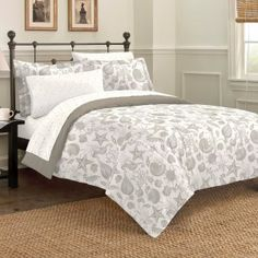 Soft Toned Seashell Bedding Set.  Browse the Ultimate Guide to Beach Themed Bedding Sets!