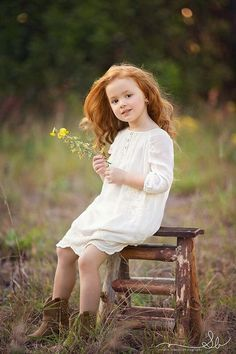 This is probably what my child would look like, that would probably be the kind of red hair she& have. A mixture of fiery red from me and dirty blonde from my husband. Little Girl Photography, Children Photography Poses, Family Photography, Photography Ideas, Photography Outfits, Indoor Photography, Hair Photography, Nature Photography, People Photography