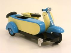 Attention, former Cub Scouts: Pinewood Derby Vespa. No kidding.