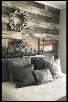 Pallet projects easy DIY pallet wall decor panel your walls with old pallet Diy Pallet Projects Decor DIY Easy Pallet Panel Projects wall Walls Pallet Wall Decor, Pallet Walls, Diy Pallet Furniture, Pallet Decorations, Pallet Accent Wall, Kitchen Decorations, Farmhouse Bedroom Decor, Diy Bedroom Decor, Diy Home Decor