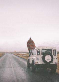 Dit vind ik een hele mooie foto. Doordat dit op de weg die de drie vrienden doorstaan lijkt. Ook al is er in het verhaal sneeuw omdat het winter is vind ik dat dit op het verhaal lijkt. Vooral de sfeer die je krijgt, gelijkt op de sfeer van het verhaal. De spanning, het avontuur, de verwachting...