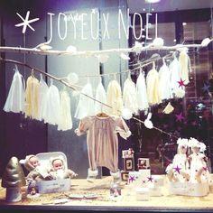 Zabou boutique in Lille, France. Tout l'univers de l'enfant de 0 à 16 ans... vêtements, accessoires, décoration, jouets. Vitrine Noel.