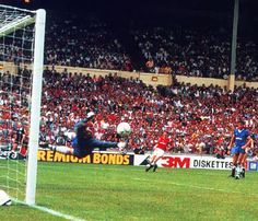 Norman Whiteside, May 1985. One of the most memorable moments of my early childhood.