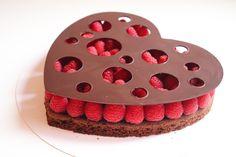 Tarte Saint-Valentin chocolat framboise - Recette Olivia Pâtisse Valentines Day, Menu, Brownie Cake, Food, Drink, Chocolate Fondue, Pastry Recipe, Foodies, Valentine's Day Diy