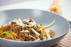 Low Carb Zucchini-und Möhren-Spaghetti Bolognese