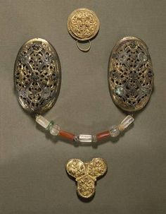 The Viking dress was held up by two short front straps and two longer back straps, which were fastened at the front with two large shell-shaped brooches. Between the brooches women might wear attractive strings of beads of amber, silver, bone or glass in different colours. Photo by National Museum of Denmark