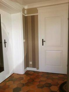 Płytki sześciokątne COTTO- Warsztat Artystyczny- ułożono w kuchni, salonie wokół kominka i na korytarzu.