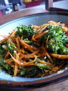 Gourmandises et Merveilles: Poêlée express de brocolis et carottes au wok