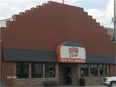Pagliai's Pizza on 5th Ave. A Grinnell tradition for over 75 years! Owned and operated by a life-long Grinnellian.