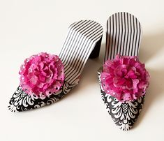 love this black and pink paper shoe!