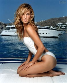 Molly Sims from Sports Illustrated Swimsuit 2001 <3 her hair!!