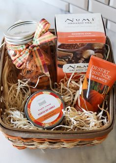 How to Build a Fall Care Gift Basket for Less than $25 with Sprouts Farmers Market - Zen & Spice Diy Scented Gifts, Homemade Gifts, Diy Gifts, Fall Gift Baskets, Christmas Baskets, Teacher Appreciation Luncheon, Vienna Christmas, Fall Gifts, Gifts For Friends