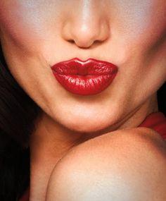 Nada expresa tan bien el Día de los Enamorados como un lápiz labial rojo #AvonLove